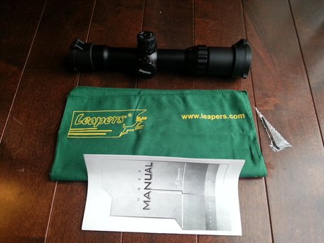 LEAPERS製 ACCUSHOT 1-4X28 30mm CQBズームスコープ内容