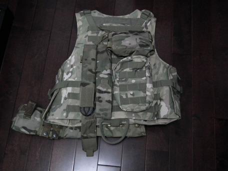 P90用マグポーチを背面に取り付け1