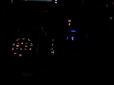 ライトON状態でのLED点灯(運転者視点)